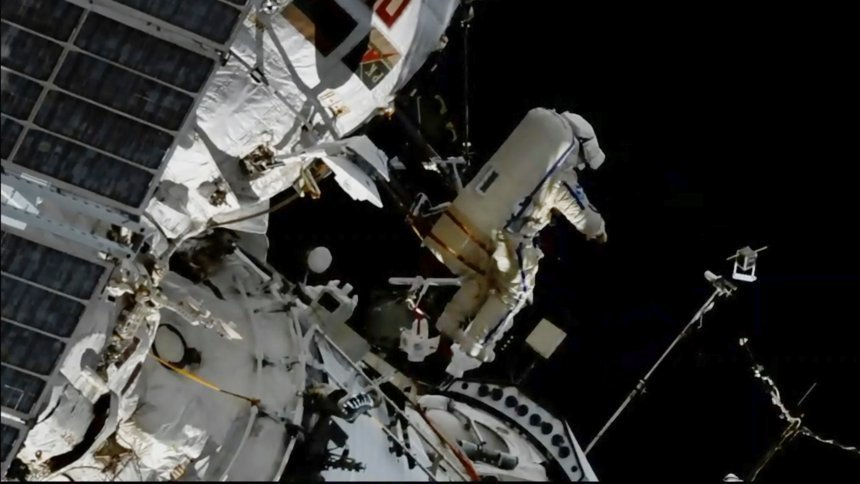 Spacewalk for Icarus